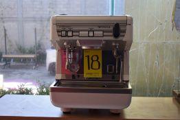 Máquina de café esspreso semiautomática de un grupo marca Simonelli, Modelo: APPIA II S GR1
