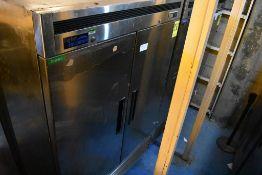 Refrigerador en acero inoxidable de dos puertas abatibles marca Parker Equipment