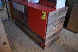 Gabinete en melamina para máquina de café con cuatro cajones, medidas: 170 x 76 x 103 cm.