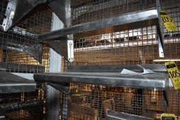 Cinco repisas de acero inoxidable en diferentes medidas. Activos: 004162, 004683, 004110, 004595