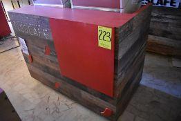 Gabinete en melamina para máquina de café con tres cajones, medidas: 140 x 76 x 103 cm.