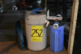 Equipo de filtro suavizador, Activo: 004668, incluye un filtro. Sólo por partes.