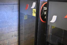 Refrigerador exhibidor con puerta de cristal marca Imbera, Modelo: G319CBMAD