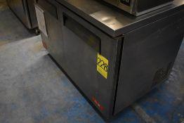 Mesa de trabajo con base refrigerada de dos puertas abatibles marca Lux