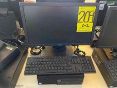 Dos equipos de cómputo marca Dell, cada uno incluye CPU, monitor y teclado