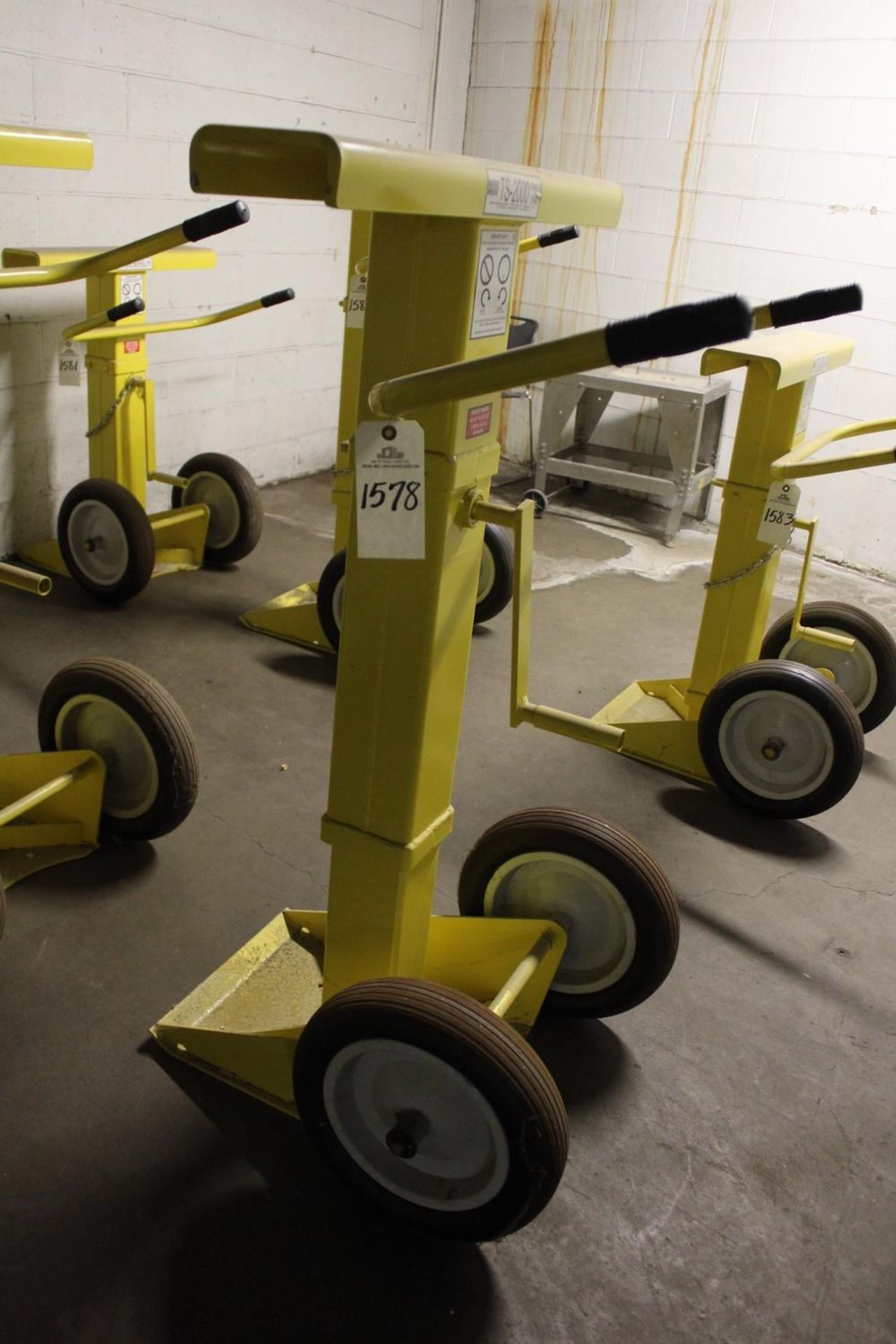 Lot 1578 - Rite Hite TS-2000 Trailer Stand - Subject to Bulk Bid Lot 15 | Rig Fee: Hand Carry or Contact Rigger