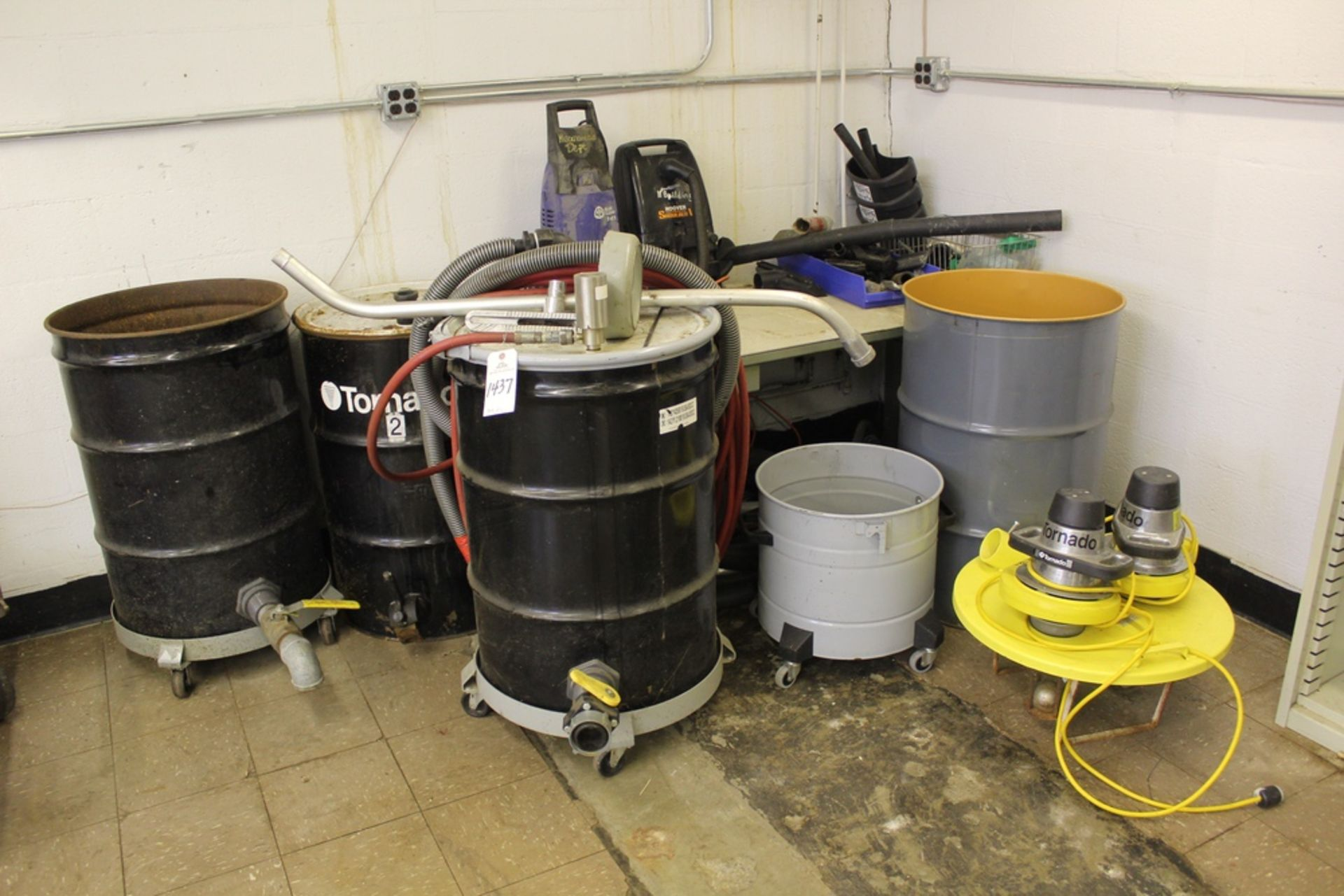 Lot 1437 - Lot of Sanitation Supplies | Rig Fee: Hand Carry or Contact Rigger