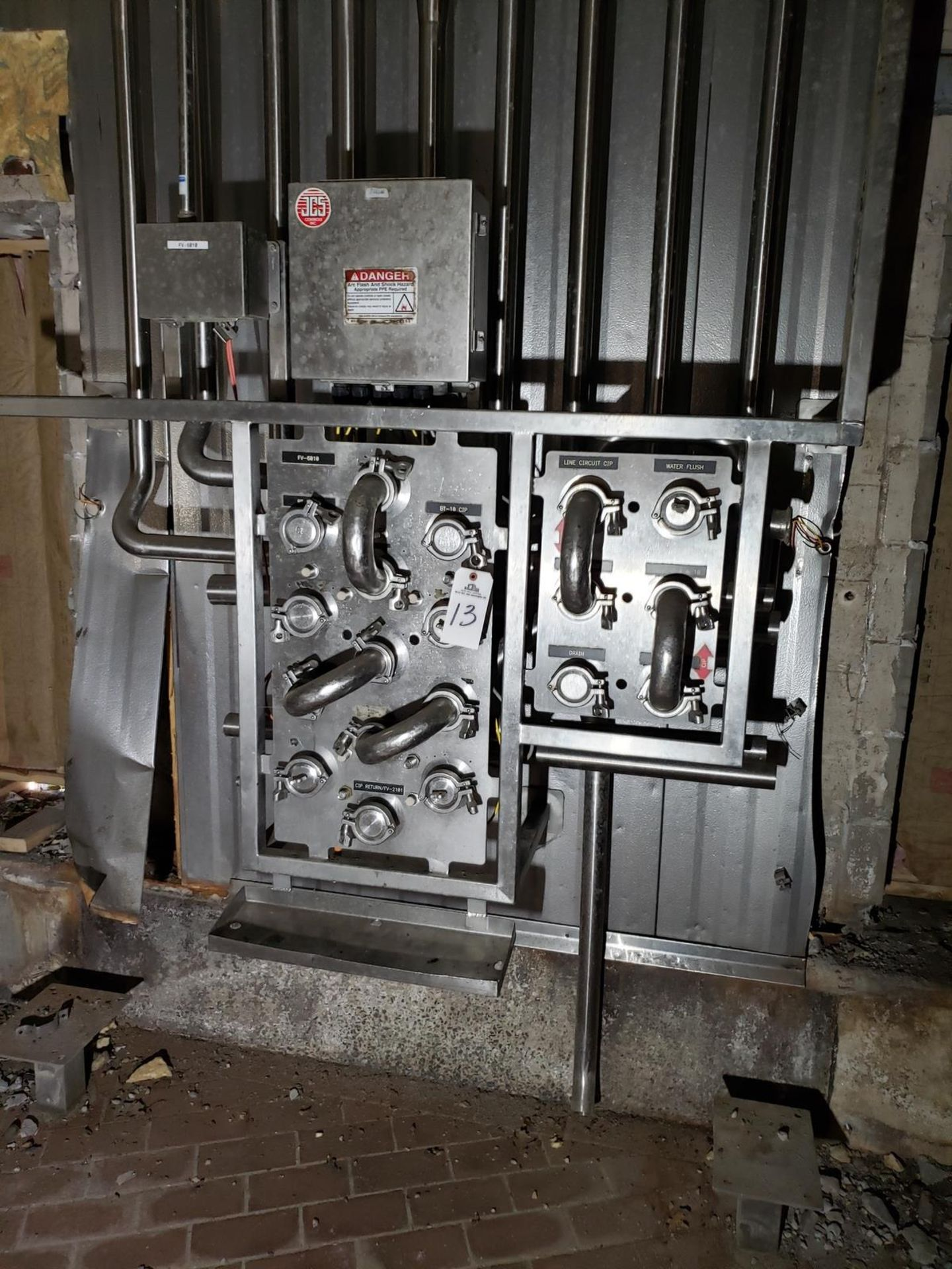 Lot 13 - Stainless Steel Flow Fitting Manifold