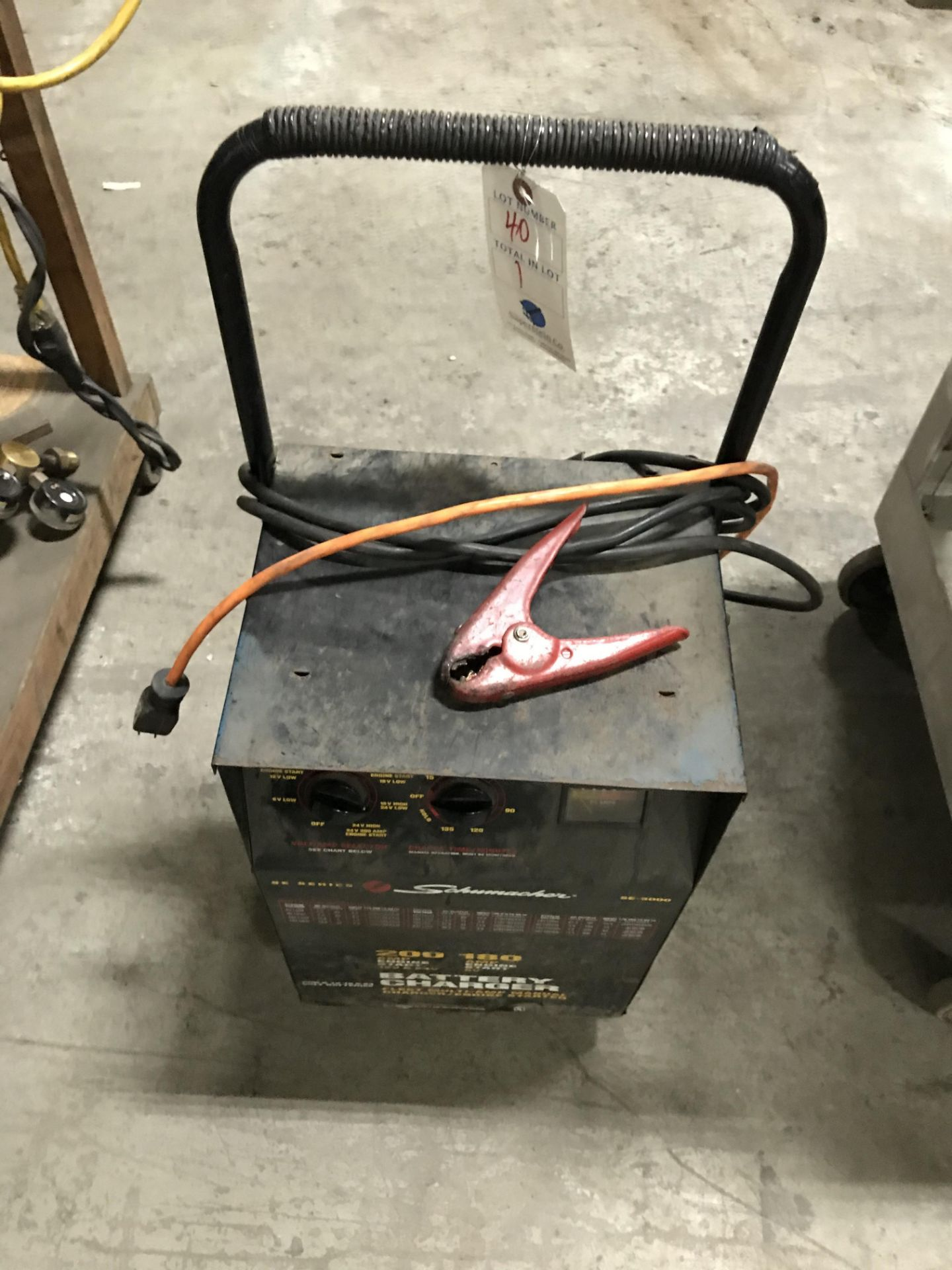 Lot 40 - Shumacher 200 AMP Battery Charger