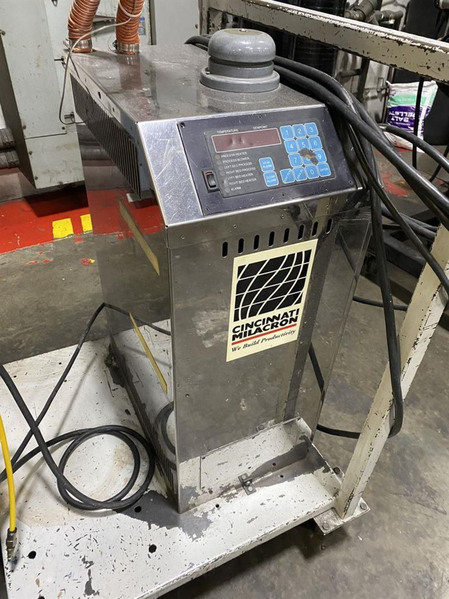 Lot 210 - Cincinnati Milacron DD-110 Hopper Dryer System, s/n 3933A02-99-50, w/ Vacuum Loader