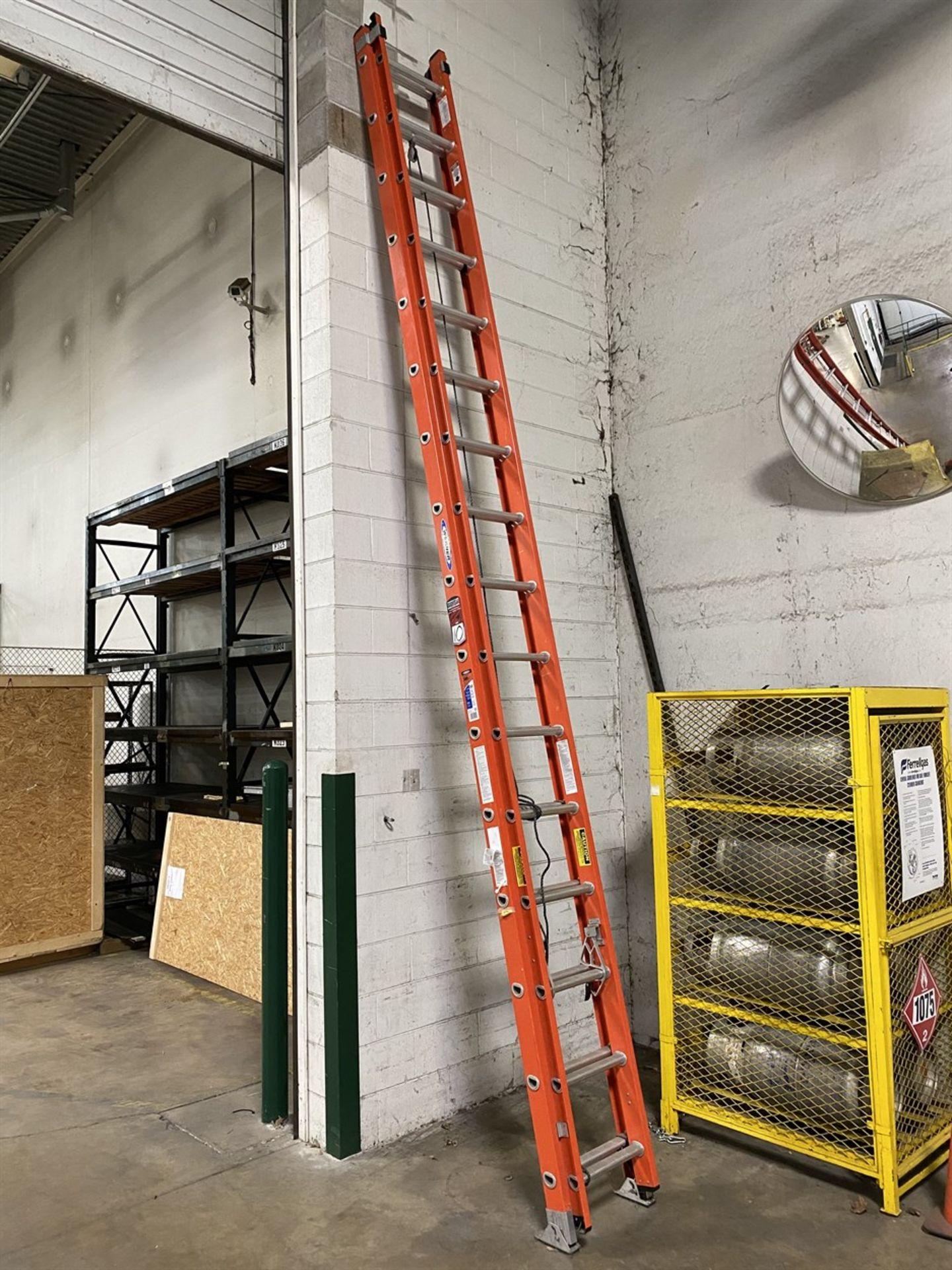 Lot 10 - WERNER 32' Fiberglass Extension Ladder