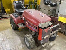 TORO WHEEL HORSE Lawn & Gardner Tractor