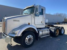 2000 KENWORTH T800 Day Cab Highway Tractor, VIN #1XKDD09X11J865811, ISM-370E Engine, Fuller 10-Speed
