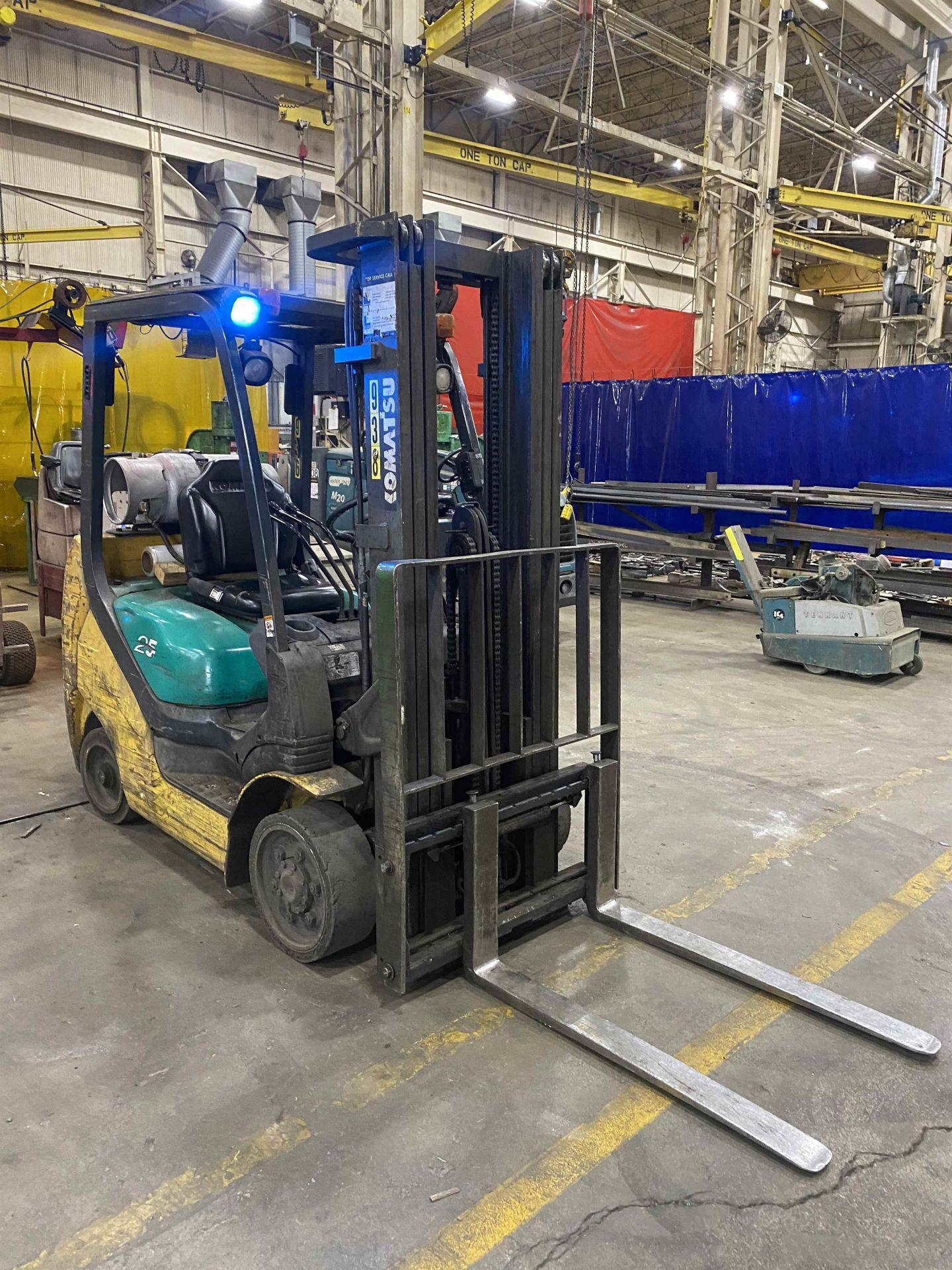 """KOMATSU FG25ST-16 5,000 Lb. LPG Forklift, s/n 214232A, Two-Stage Mast, Side Shift, 48"""" Fork - Image 5 of 7"""