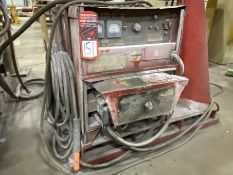 LINCOLN IDEALARC DC-600 Arc Welder, s/n AC672078, w/ LINCOLN LN-9 Wire Feed and Boom