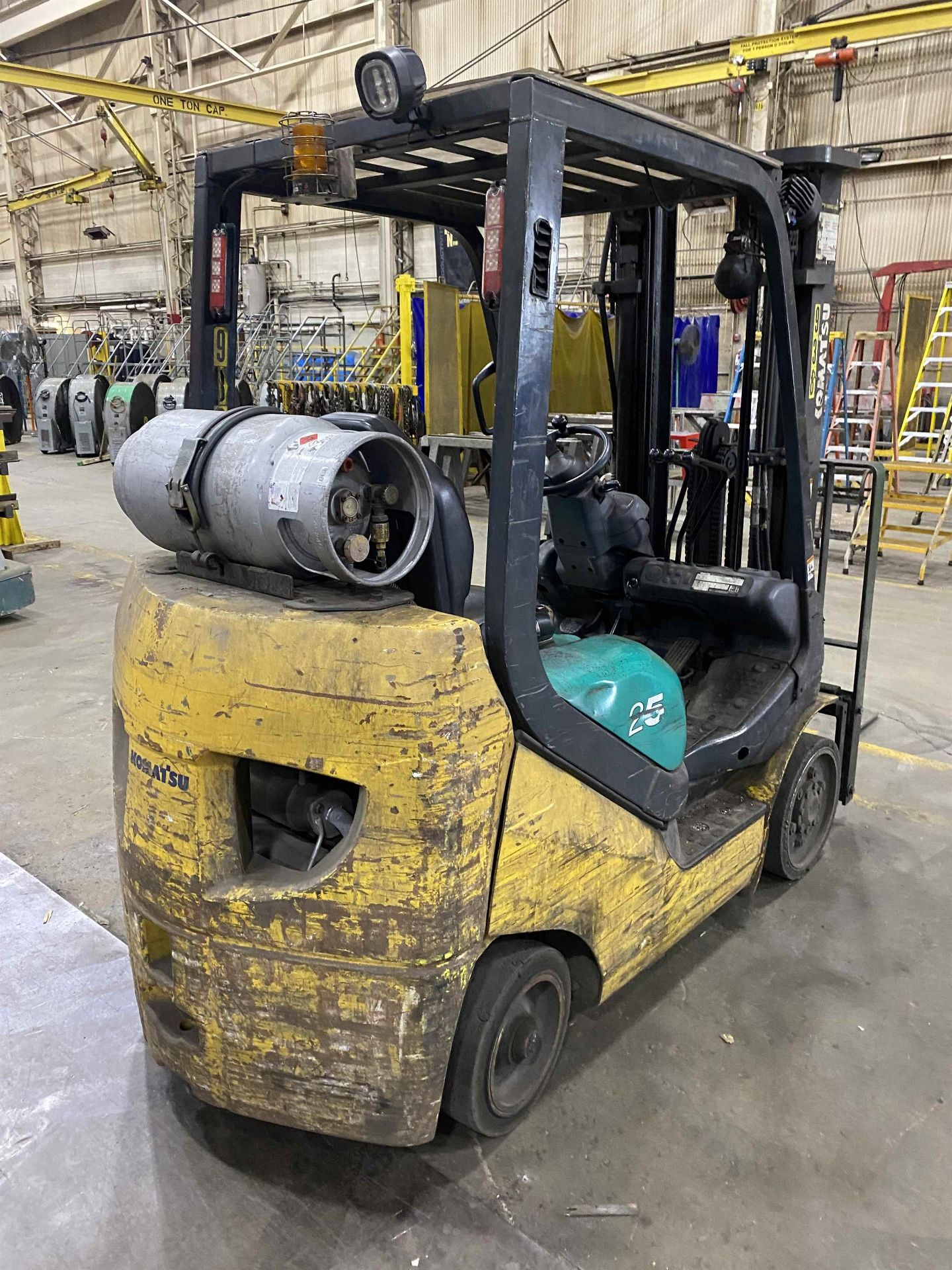"""KOMATSU FG25ST-16 5,000 Lb. LPG Forklift, s/n 214232A, Two-Stage Mast, Side Shift, 48"""" Fork - Image 3 of 7"""