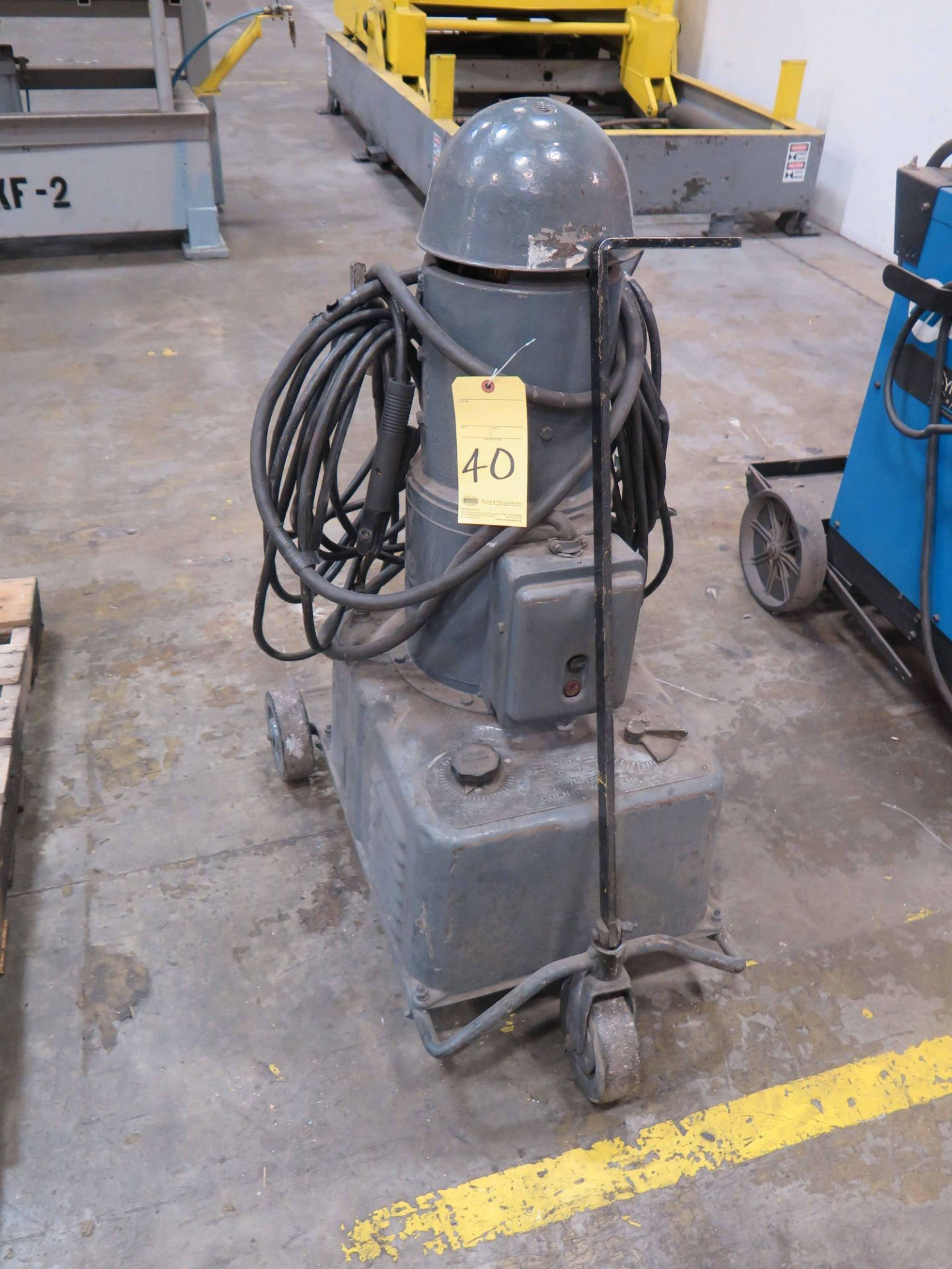 Lot 40 - WELDING MACHINE, LINCOLN TYPE SAE 200-J, 200 amp., S/N A98769