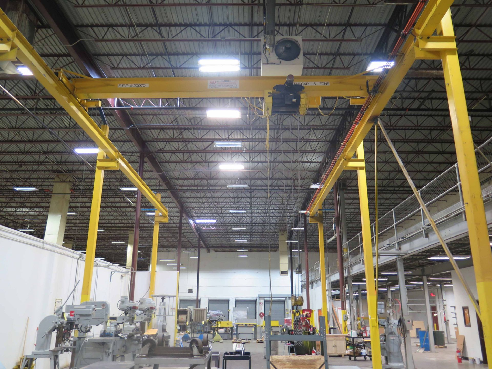 Lot 37 - FLOOR MOUNTED OVERHEAD CRANE SYSTEM, R & M SPACEMASTER MDL. SC518, 68' L. x 28' W. x 22' ht., 5 T.