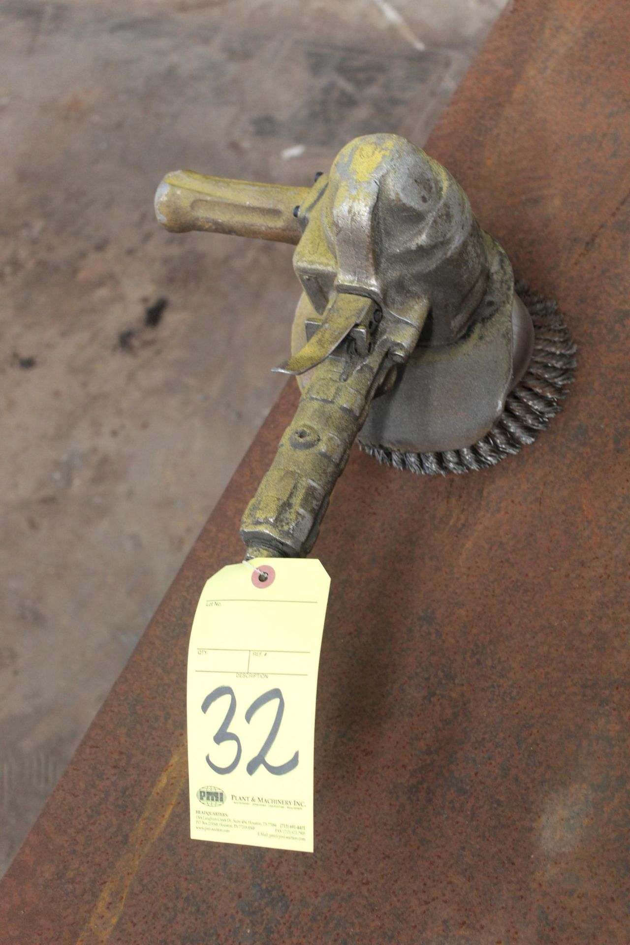 Lot 32 - PNEUMATIC RIGHT ANGLE GRINDER, TOP CAT