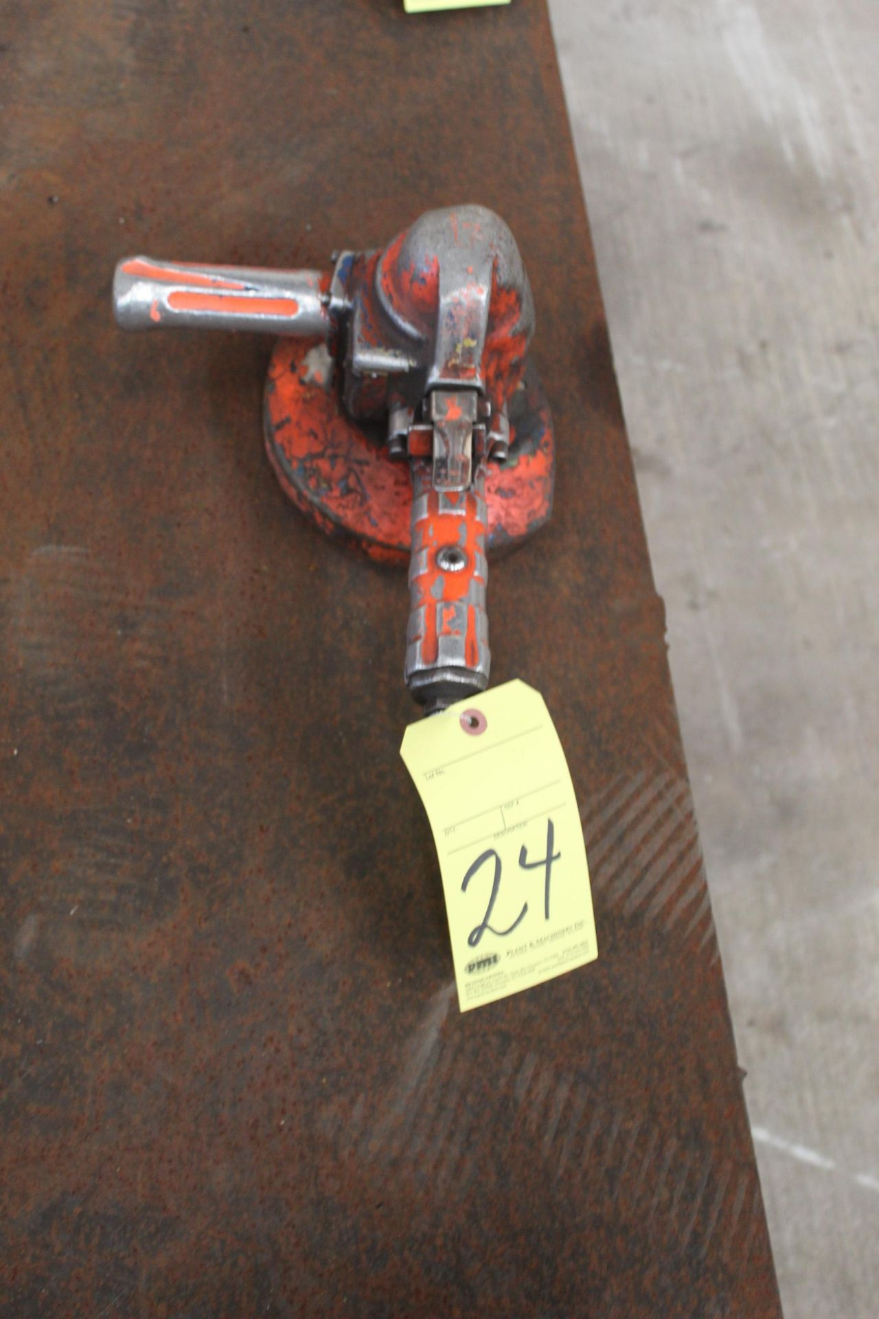 Lot 24 - PNEUMATIC RIGHT ANGLE GRINDER, TOP CAT