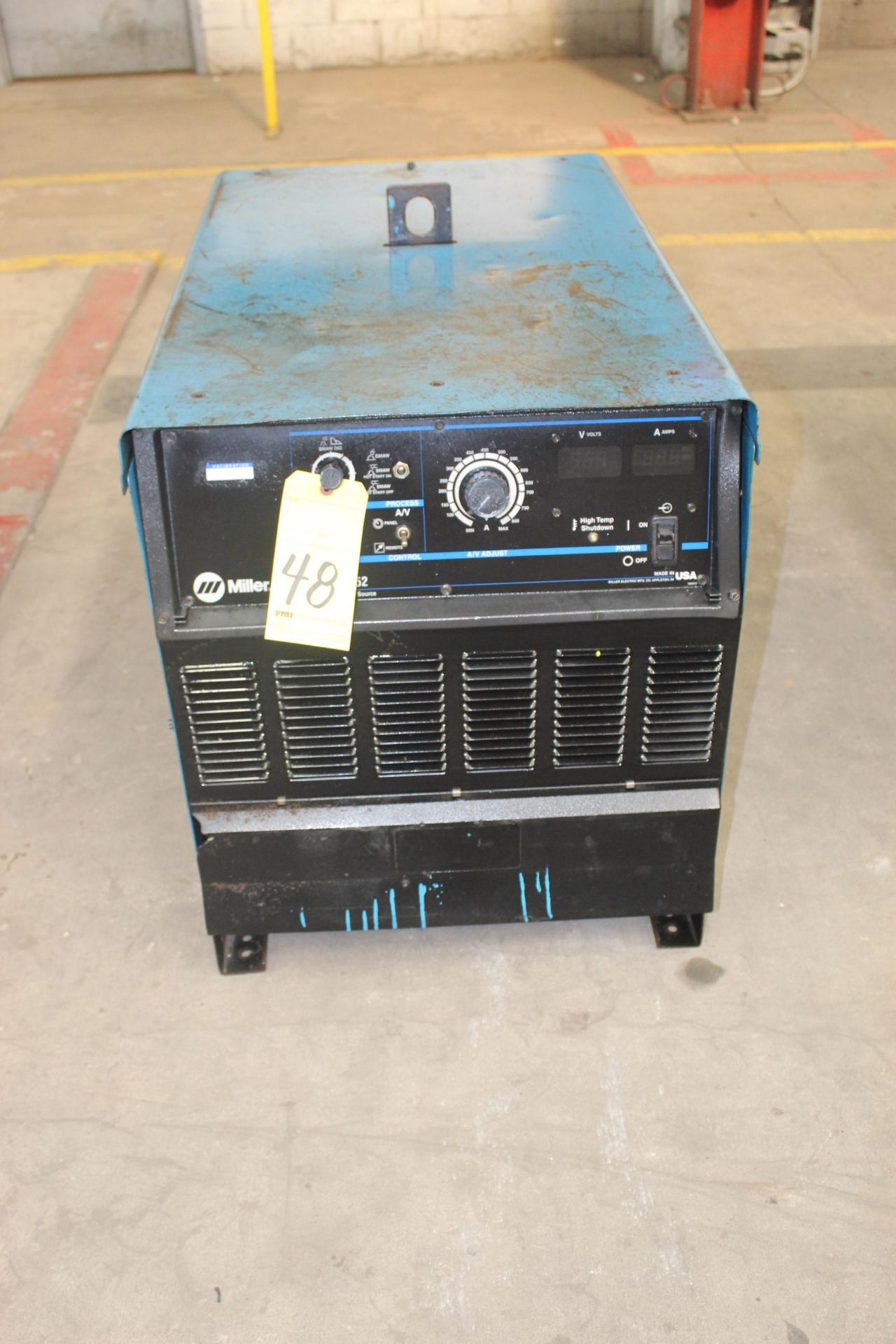 Lot 48 - WELDING MACHINE, MILLER MDL. DIMENSION 652, 650 amps @ 44 v., 100% duty cycle, S/N LC618990