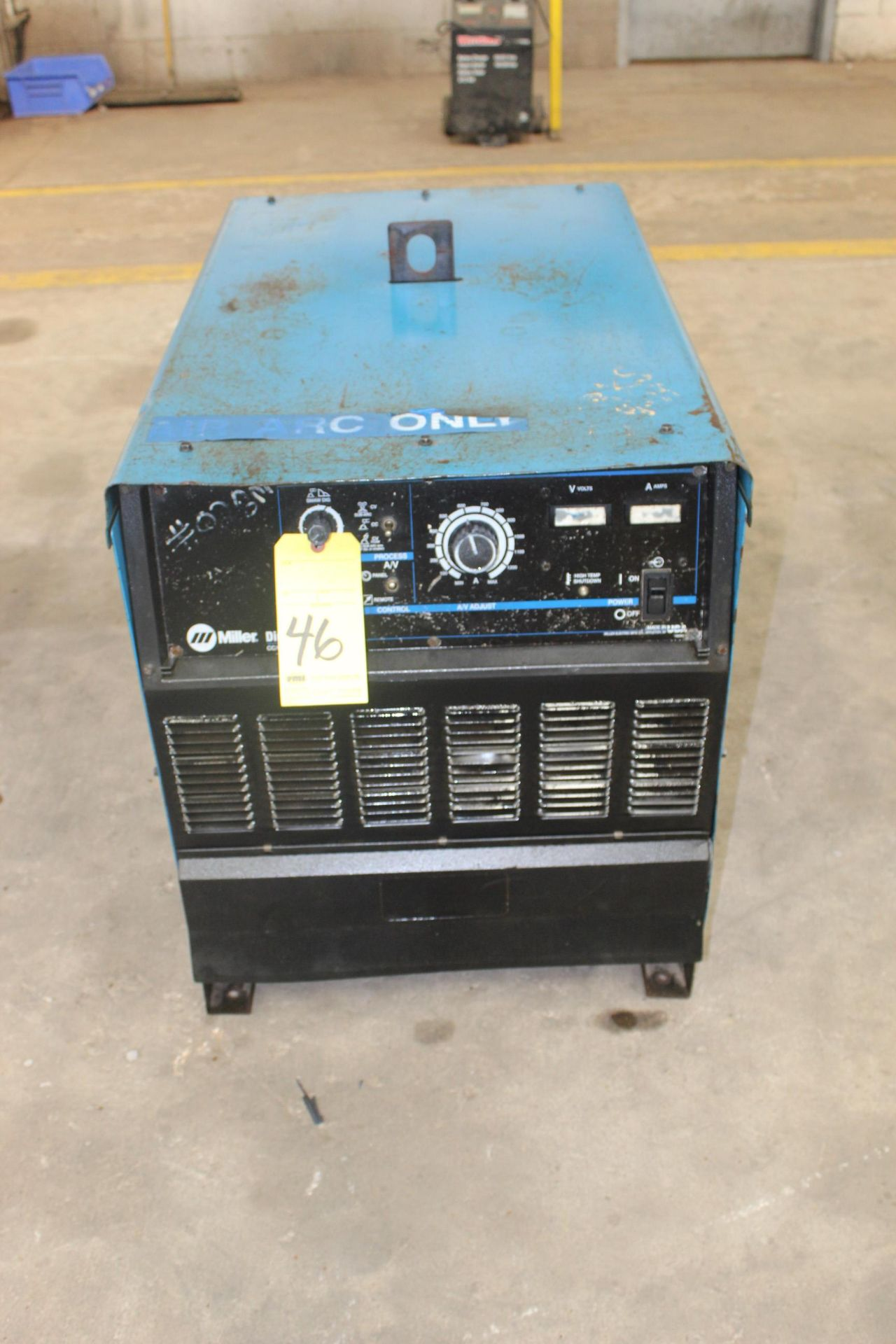 Lot 46 - WELDING MACHINE, MILLER MDL. DIMENSION 1000, 1,000 amps @ 44 v., 100% duty cycle, S/N LF44040426C