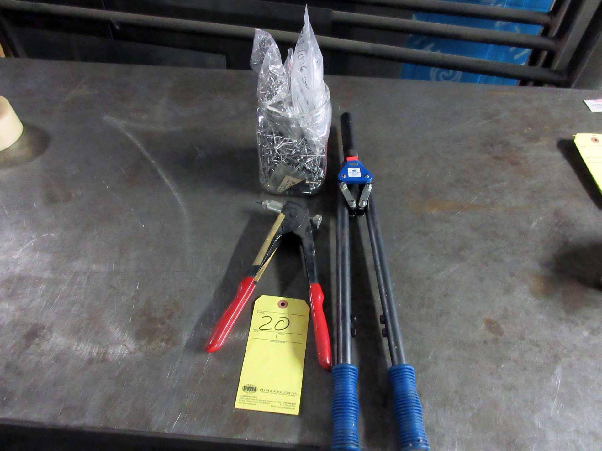 Lot 20 - LOT CONSISTING OF: H.D. pop rivet gun, pop rivet gun & pop rivets (in jar)