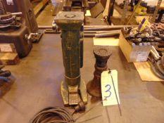 LOT CONSISTING OF: hyd. toe jack & screw jack