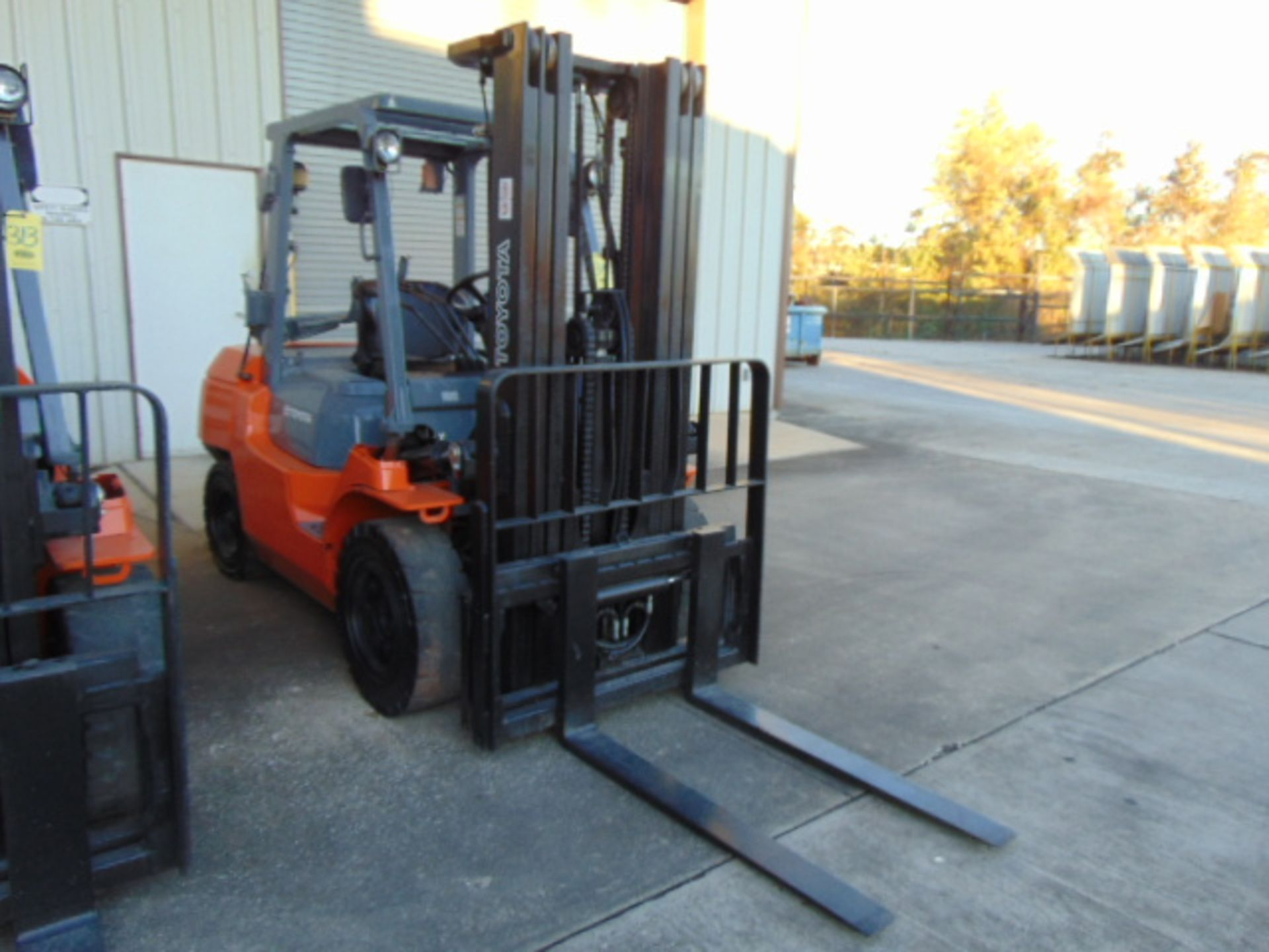 """FORKLIFT, TOYOTA 8,000 LB. BASE CAP. MDL. 7FGU35, new 2014, LPG, 187"""" max. lift ht., 89"""" 3-stage - Image 2 of 8"""