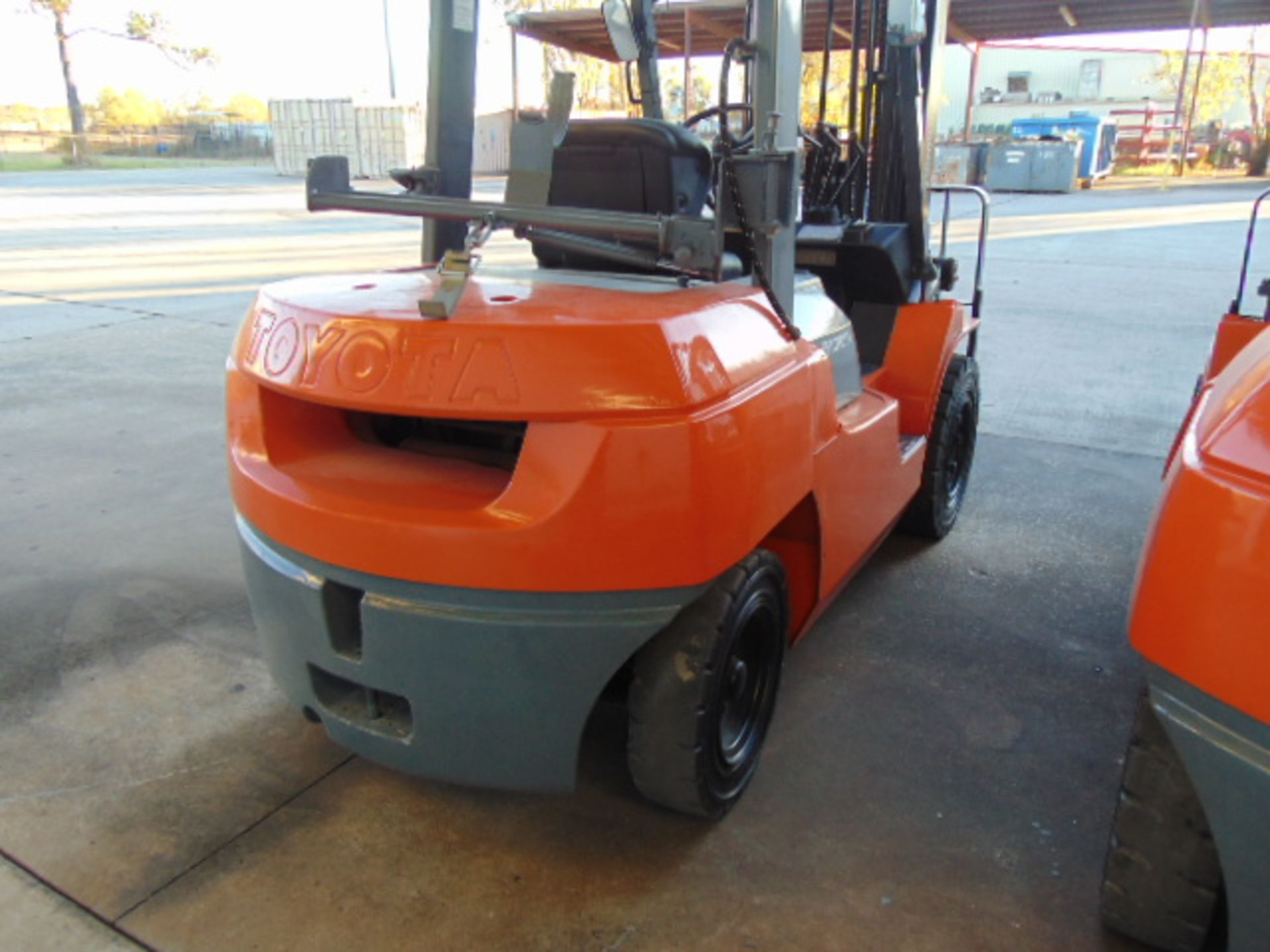 """FORKLIFT, TOYOTA 8,000 LB. BASE CAP. MDL. 7FGU35, new 2014, LPG, 187"""" max. lift ht., 89"""" 3-stage - Image 7 of 8"""