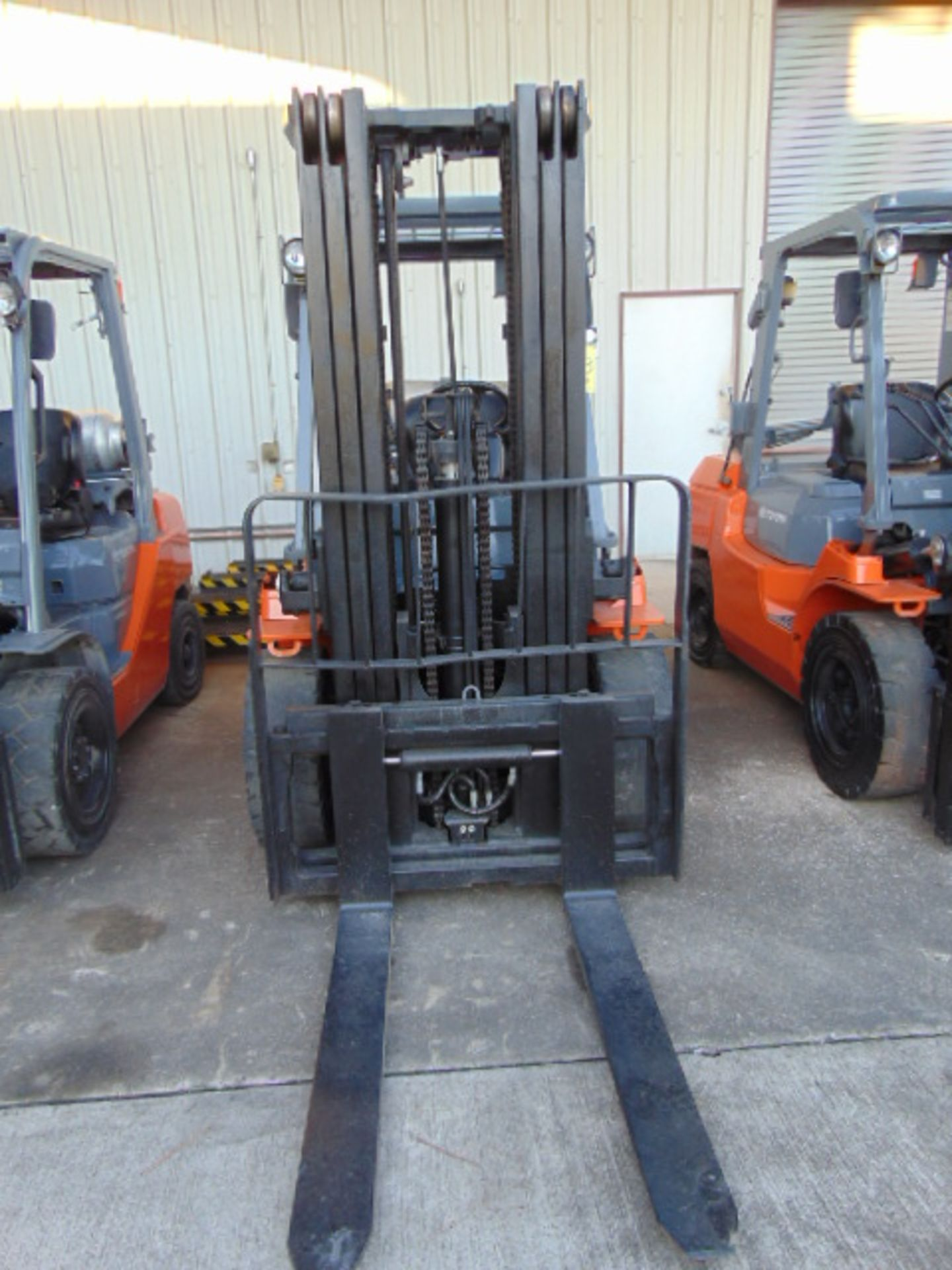 """FORKLIFT, TOYOTA 8,000 LB. BASE CAP. MDL. 7FGU35, new 2014, LPG, 187"""" max. lift ht., 89"""" 3-stage - Image 3 of 8"""