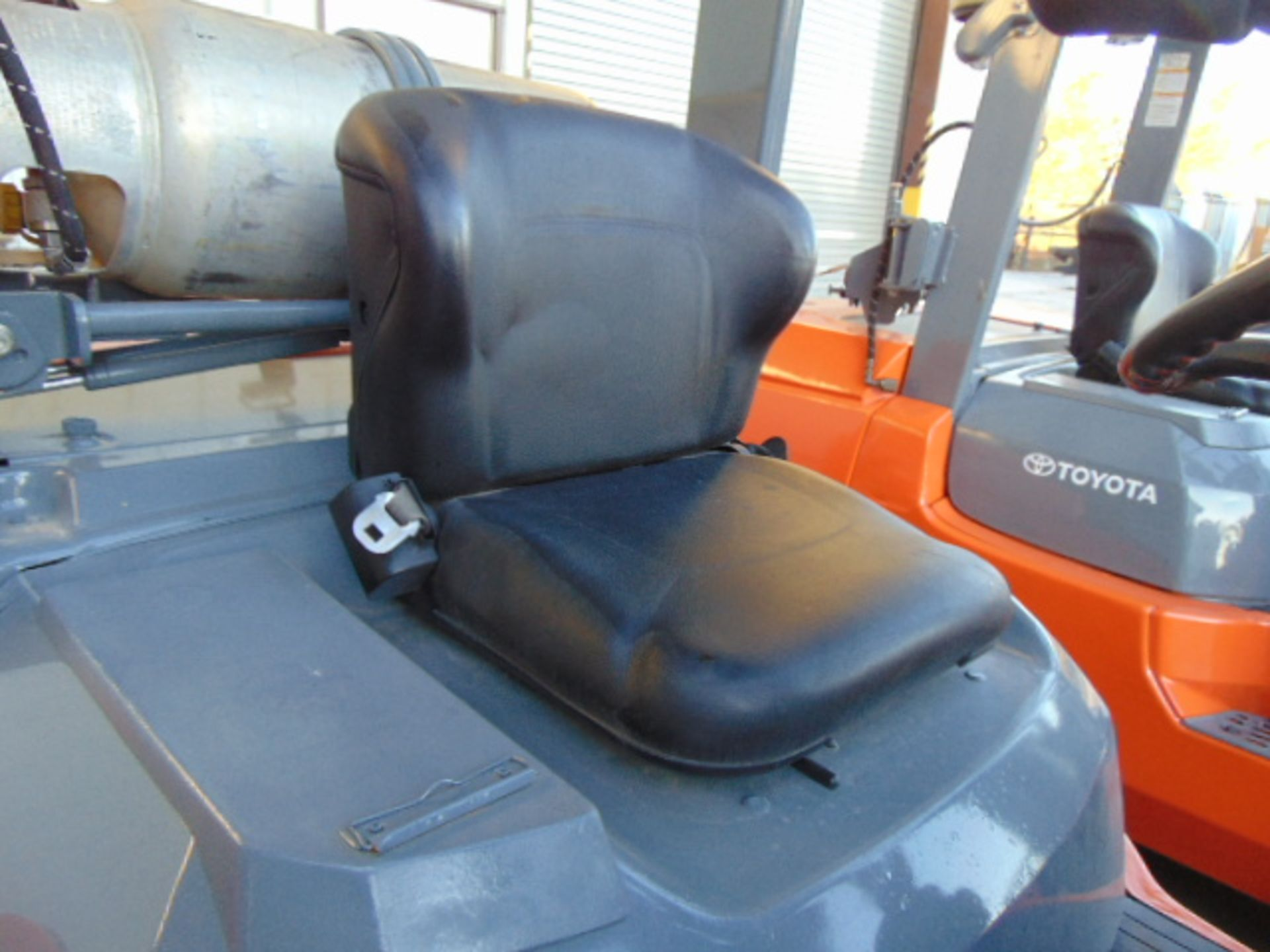 """FORKLIFT, TOYOTA 8,000 LB. BASE CAP. MDL. 7FGU35, new 2014, LPG, 187"""" max. lift ht., 89"""" 3-stage - Image 5 of 8"""