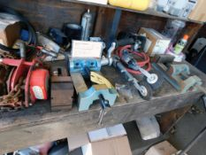 "LOT CONSISTING OF: (2) Wilton 6"" machine vises, (2) Dynabrade pneumatic sanders, 1 T. cap. chain"