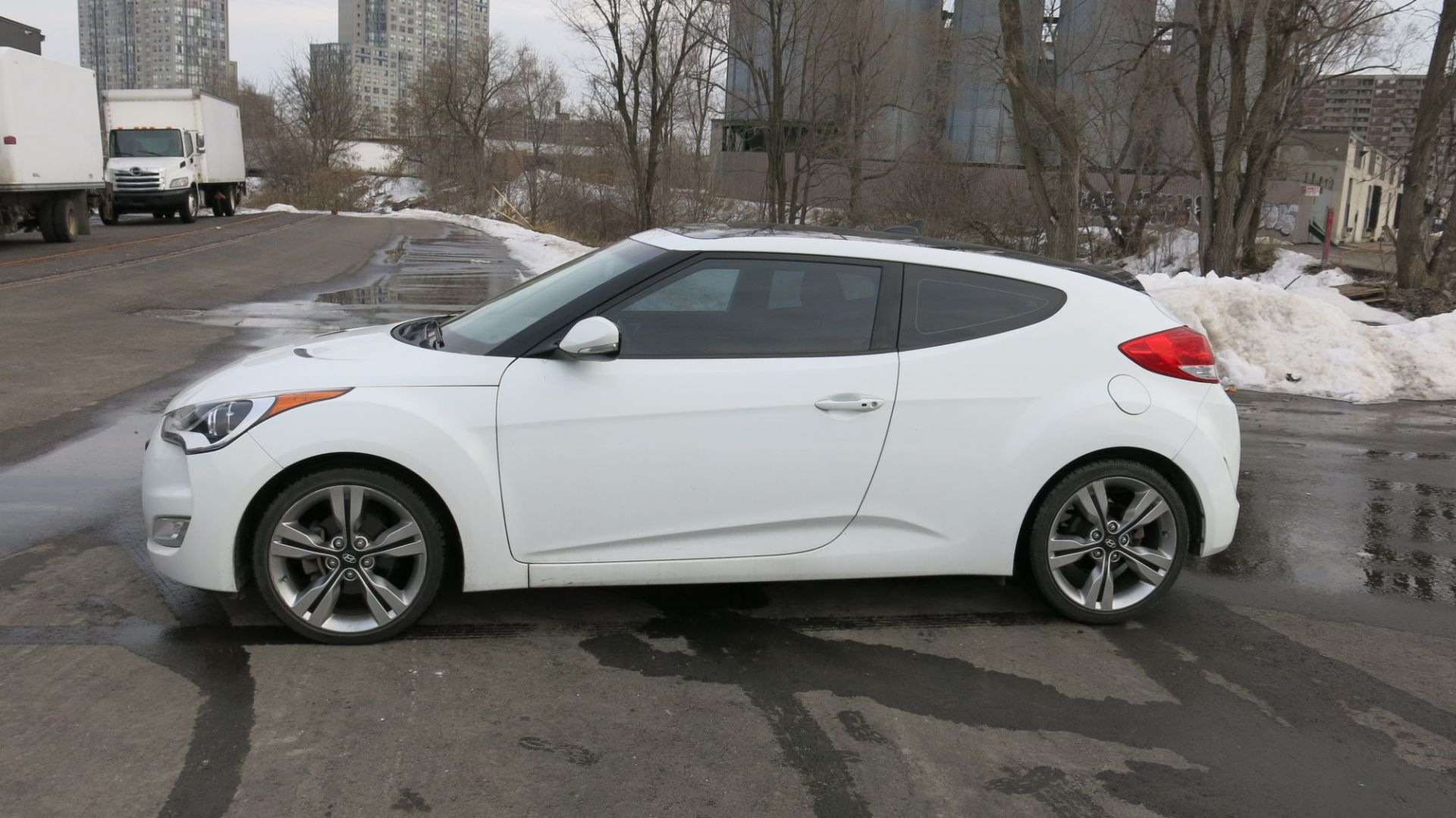Lot 219 - 2015, HYUNDAI, VELOSTER, 2 DOOR HATCHBACK, SUNROOF, 64,150 KMS (LOCATED AT 1-80 MIDWEST ROAD