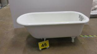 SS MCO, WHITE ANTIQUE BATHTUB ON LEGS