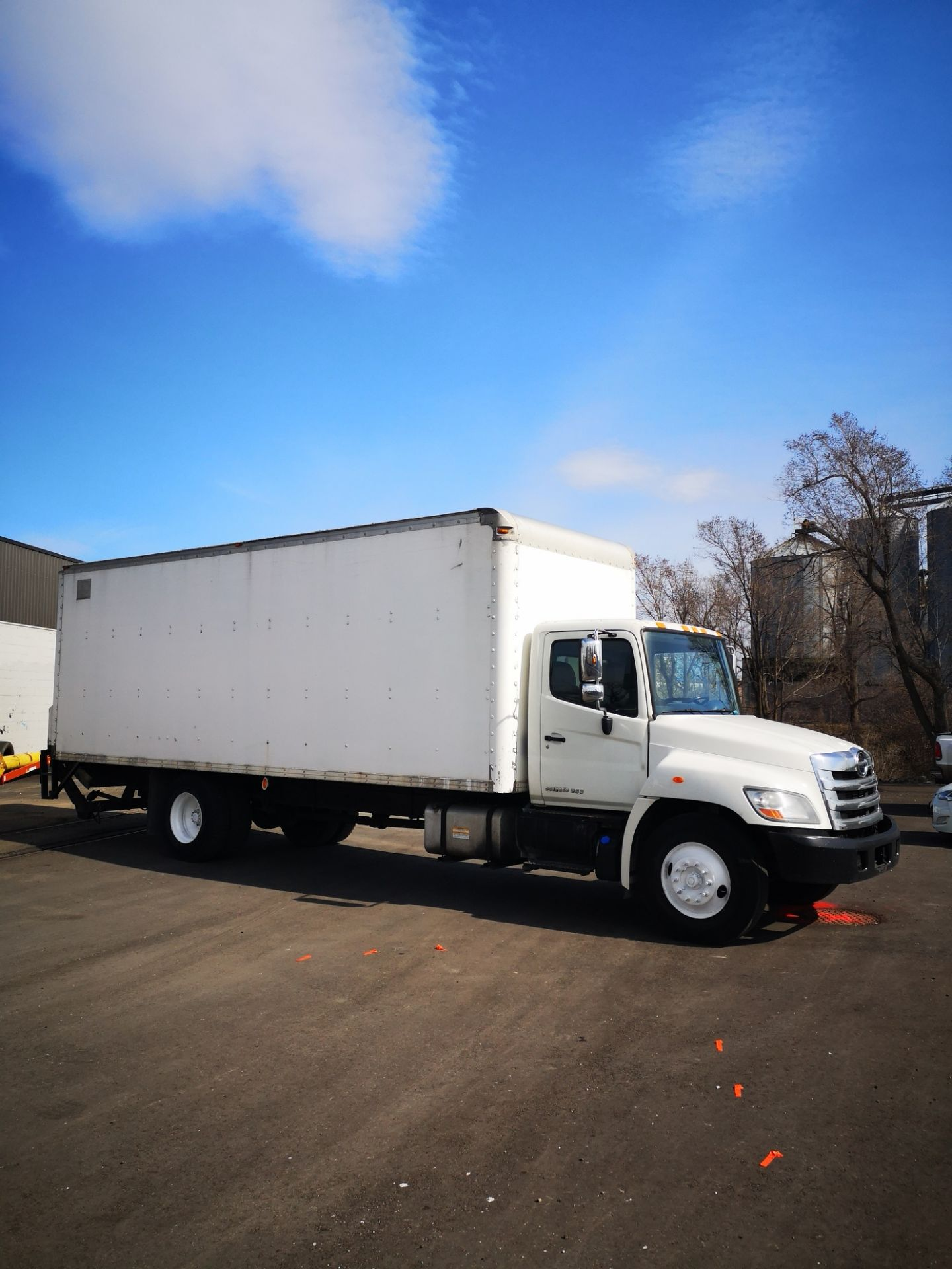 Lot 922 - HINO, 268, 24', BOX TRUCK WITH CENTRAL TRUCK BODY, ALLISON, 6-SPEED, AUTOMATIC TRANSMISSION