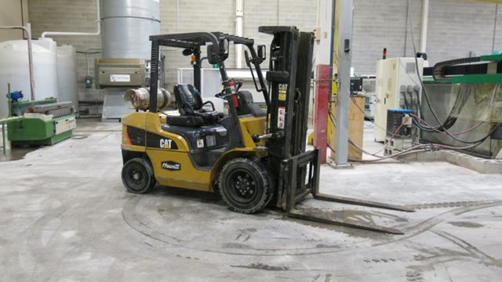 "Lot 291 - CATERPILLAR, 2P6000, 5,500 LBS., 3 STAGE LPG FORKLIFT WITH SIDESHIFT, 186"" MAXIMUM LIFT, 12,228"