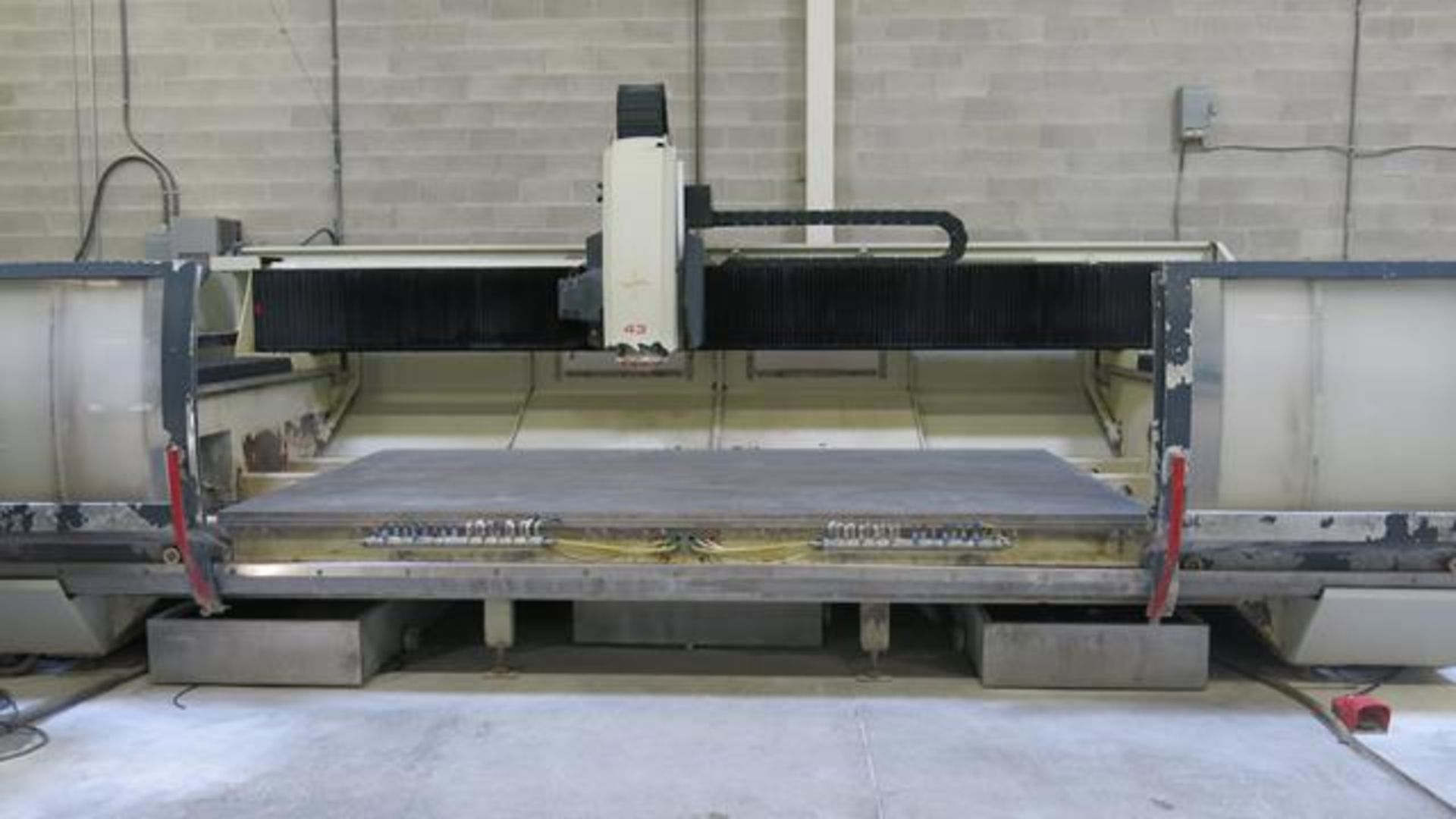 Lot 904 - INTERMAC, MASTER 43 STANDARD, CNC STONE AND GLASS MACHINING CENTRE, 25,995 HOURS, S/N 75774, 2006