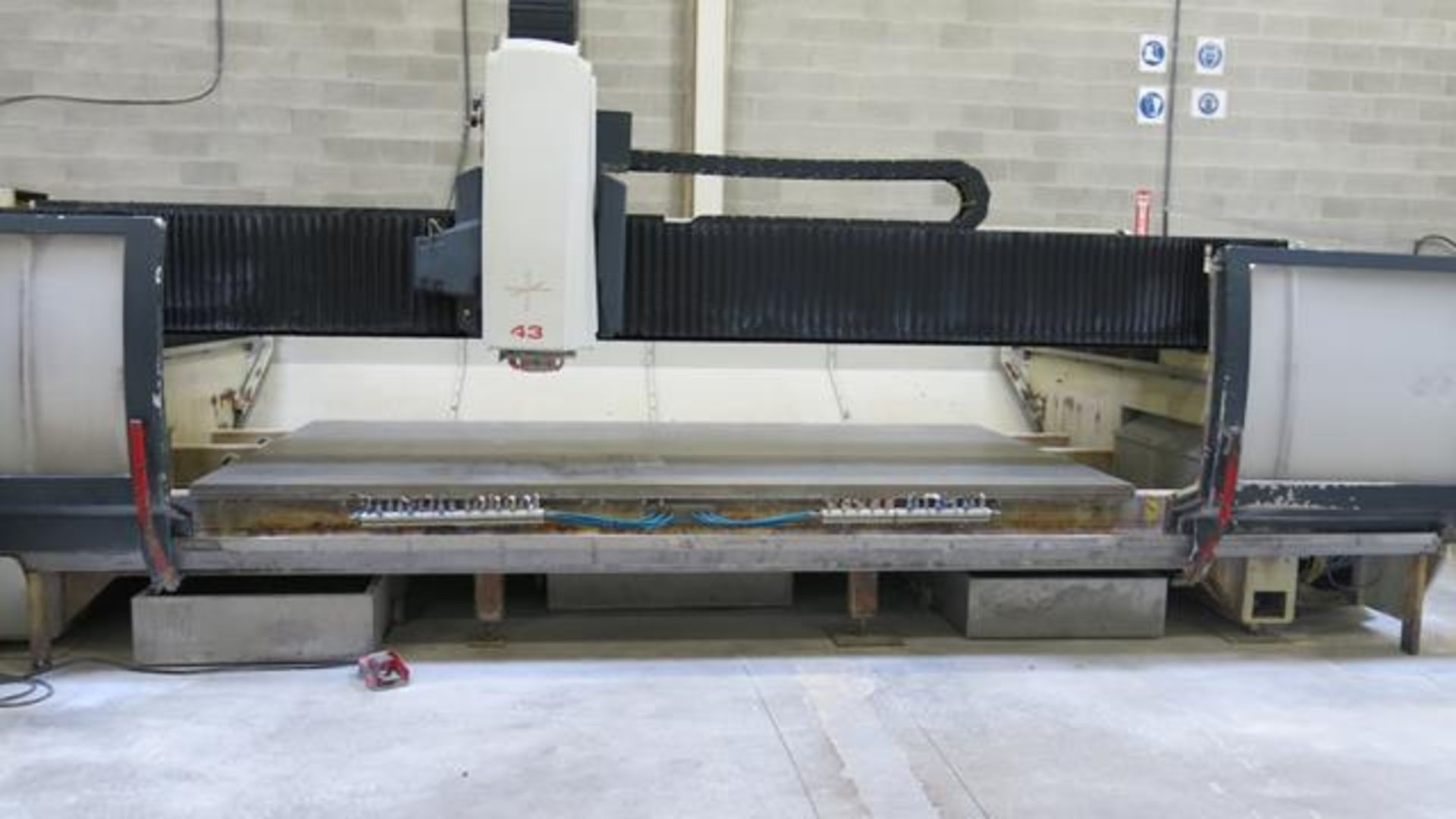 Lot 228 - INTERMAC, MASTER 43 STANDARD, CNC STONE AND GLASS MACHINING CENTRE, 16,890 HOURS, S/N 59958, 2005