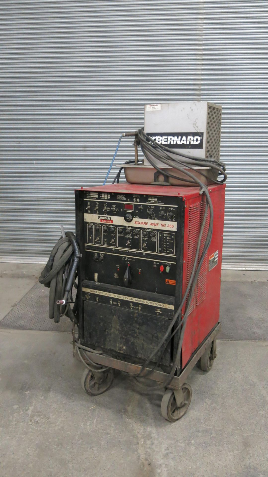 Lot 49 - LINCOLN, SQUARE WAVE TIG 355, 355 AMP, TIG WELDER WITH BERNARD, 3500SS, WATER CHILLER, S/N WC376320