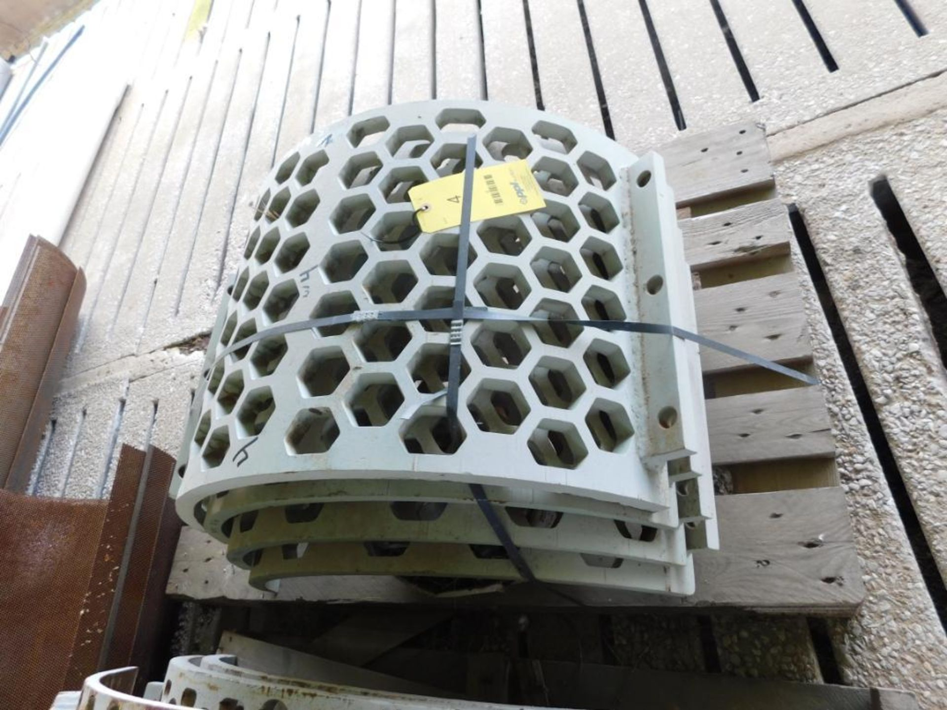 Lot 4 - LOT: Spare Screens (in Shed B)