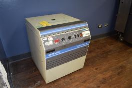 BECKMAN COULTER Knee-Well GS-6K Centrifuge, Catalog# 362125, S/N GD93C05