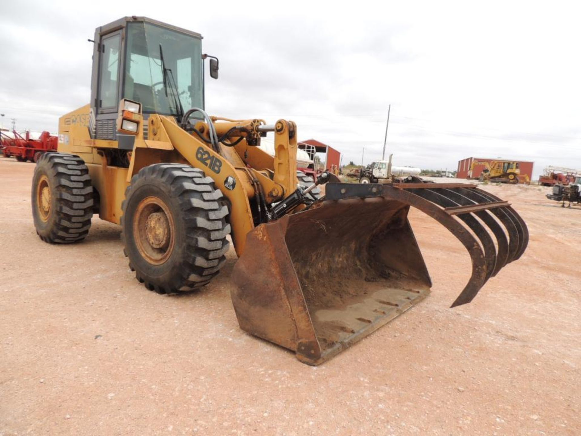 Case 621B Wheel Loader, 100 in. GP Bucket, Grapple, Brake Pressure Low, Transmission Will Not - Image 2 of 5