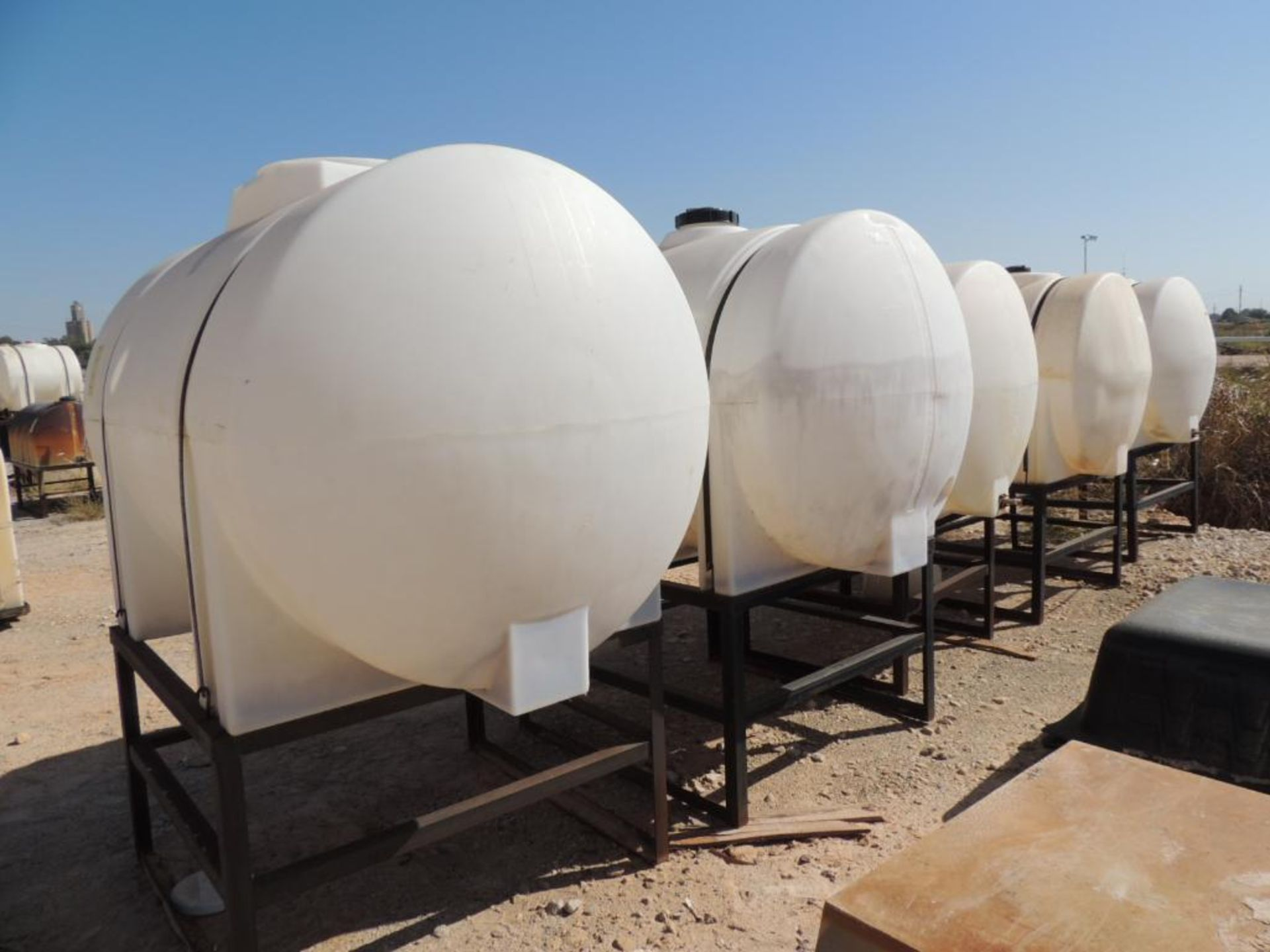 LOT: (5) Poly Tanks - (2) 535 Gallon, (3) 330 Gallon (LOCATED IN HENNESSEY, OK. - IN CHEM YARD) - Image 2 of 2