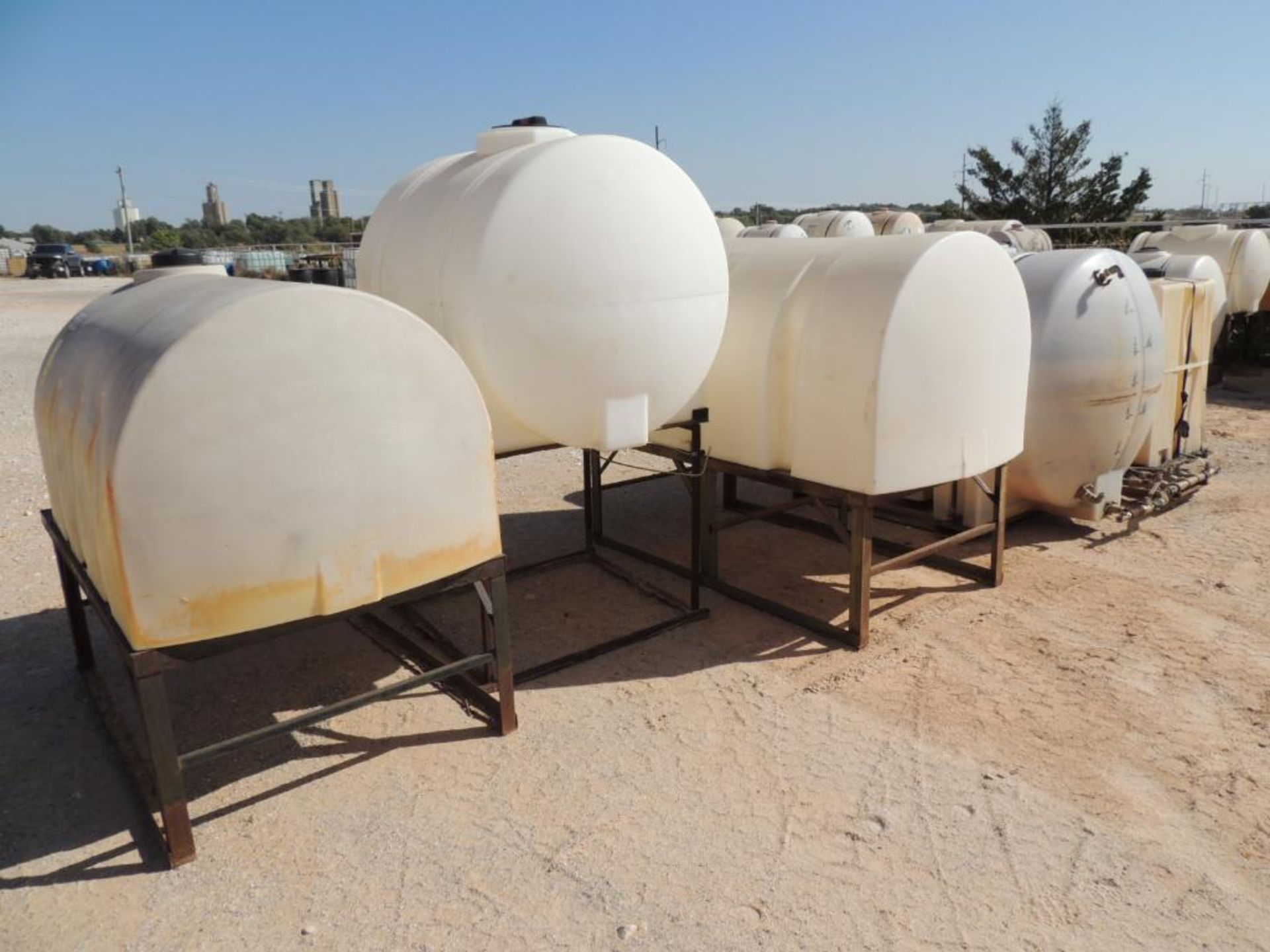 LOT: (7) Poly Tanks - (1) 535 Gallon, (3) 330 Gallon, (3) 80 Gallon (LOCATED IN HENNESSEY, OK. - - Image 2 of 3