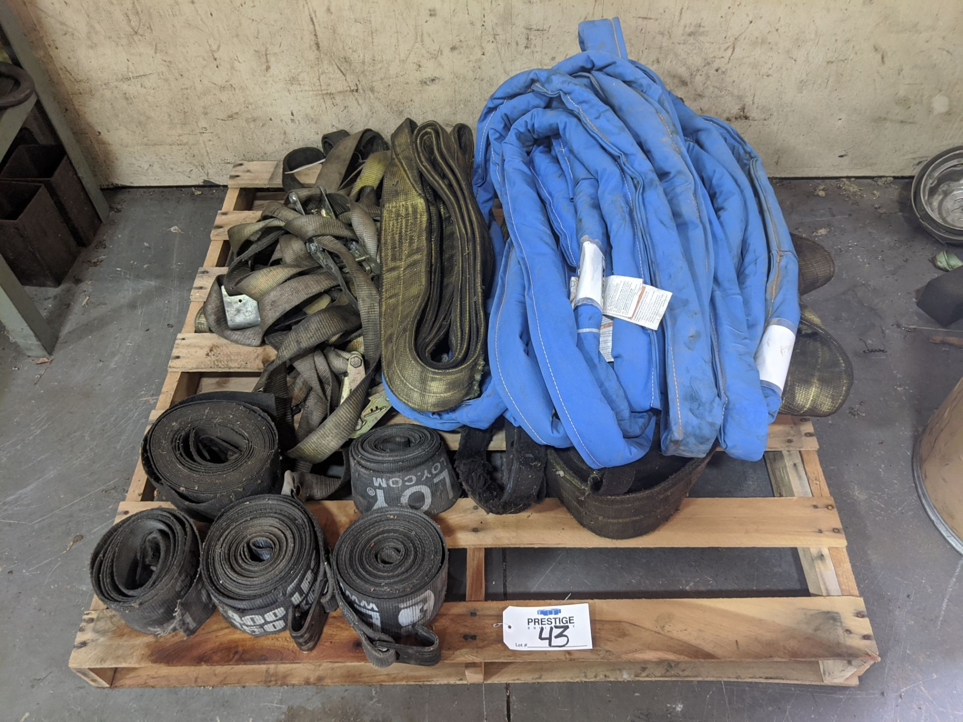 Lot 43 - Large Quantity of Synthetic Lifting Straps & Ratchet Straps