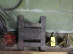 HEAVY DUTY DOLLIE, BOTTLE JACK AND PAIR OF LIFTING CLAMPS