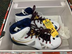 PAIR NIKE LEBRON JAMES DIAMOND COLLECTION 542244-100 USA MODEL - MENS / SIZE 12 (RIGHT SHOE WARPED)