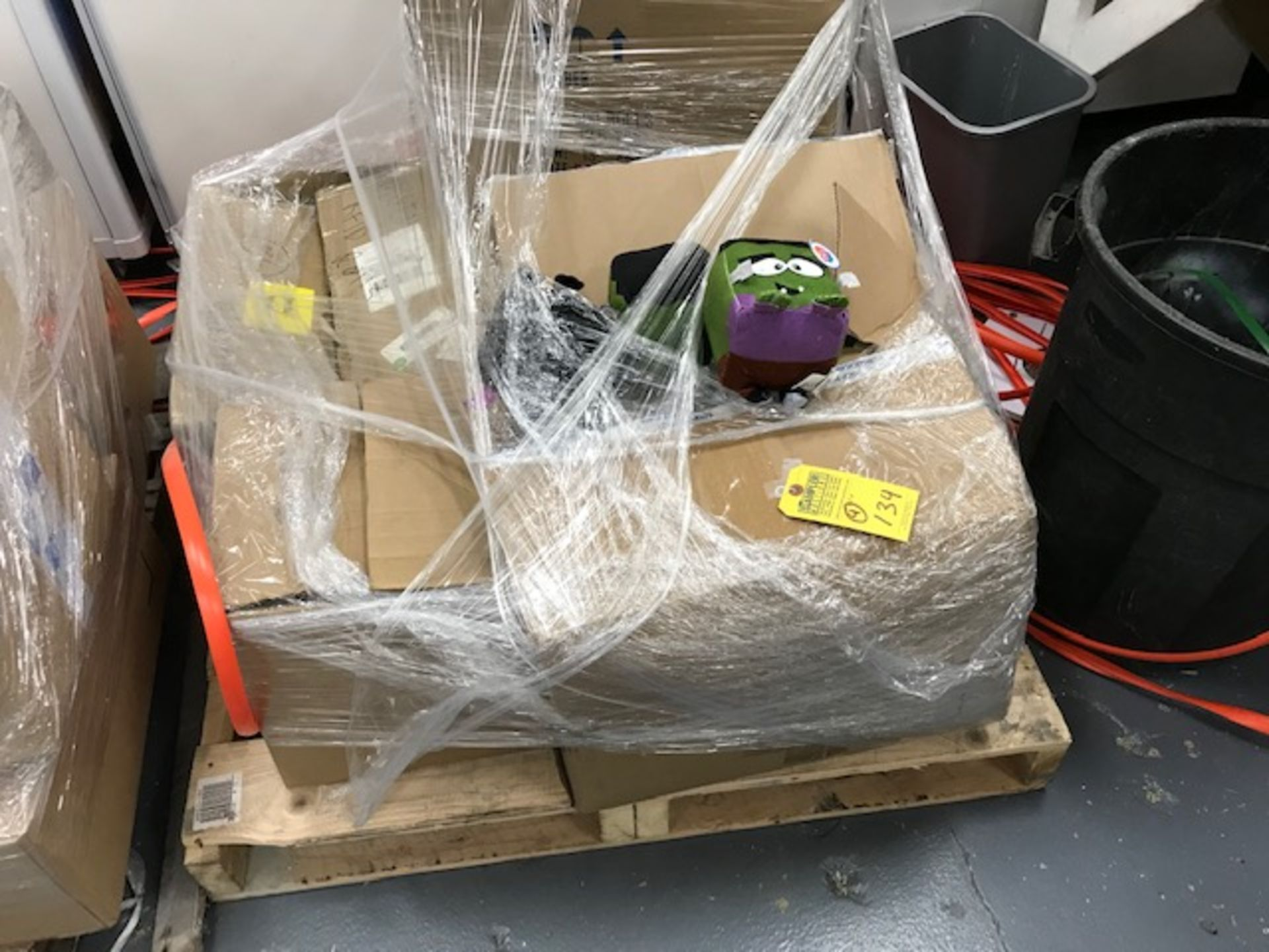 Lot 134 - BINS / SKIDS GAMES, TOYS, PARTS, ETC ***OUT OF SALE***