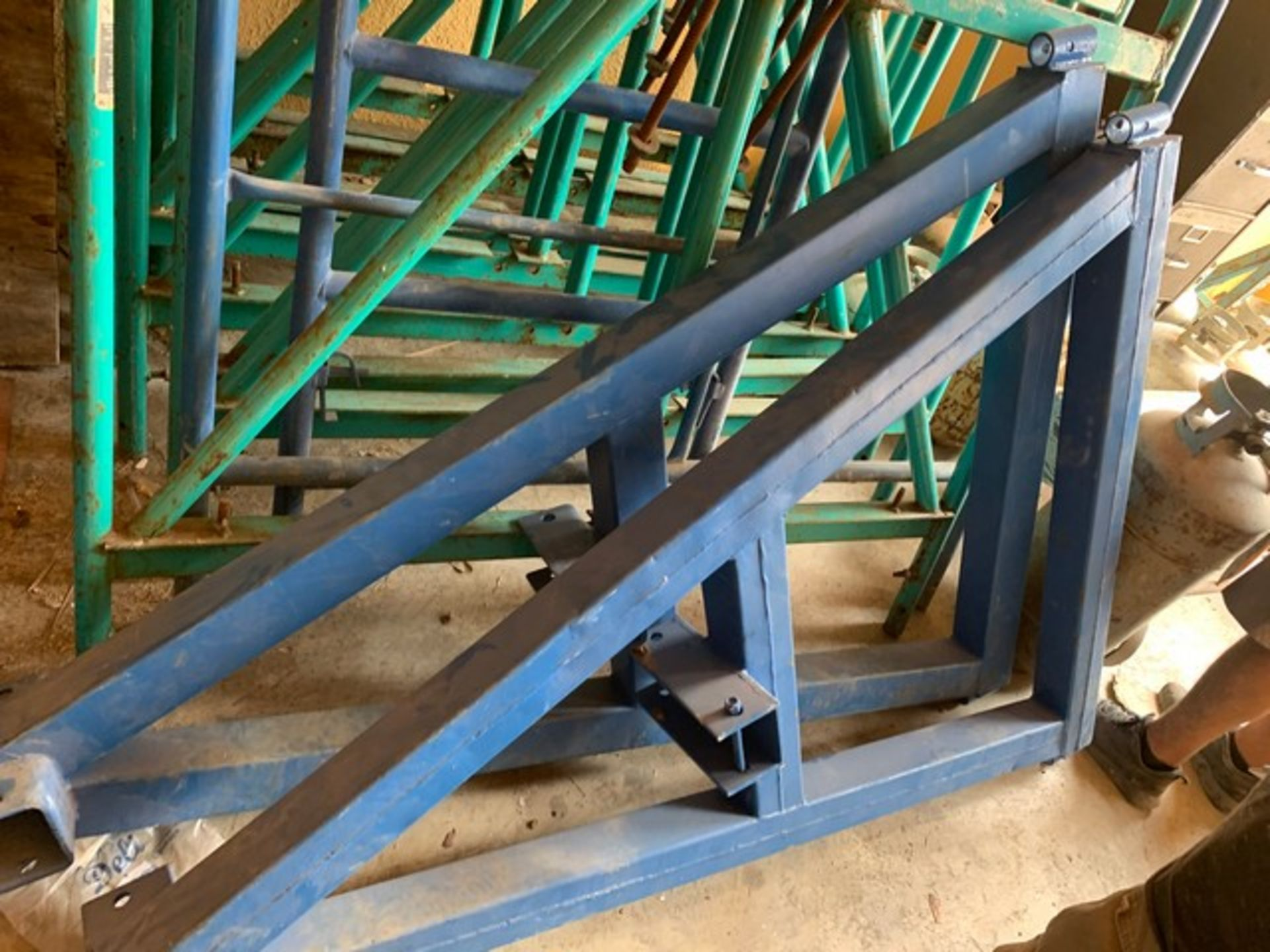 Lot 158 - SWING STAGE HEAVY DUTY BEAM & BRACKET ROOF WEIGHT SYSTEM